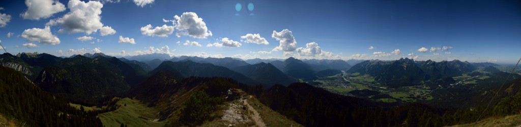 Blick von Norden bis Süden mit Zugspitze und Reutte