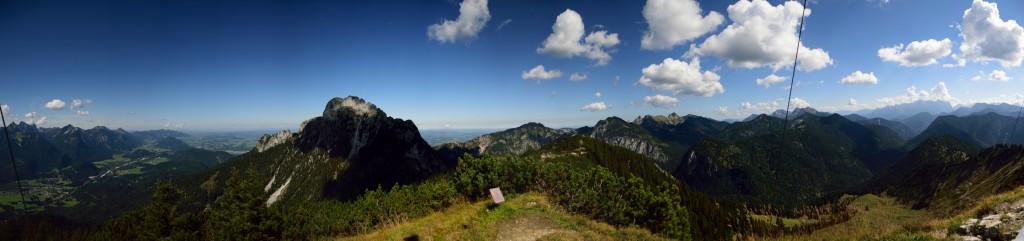 Blick nach Westen und Norden mit Säuling und Ammergauer Berge