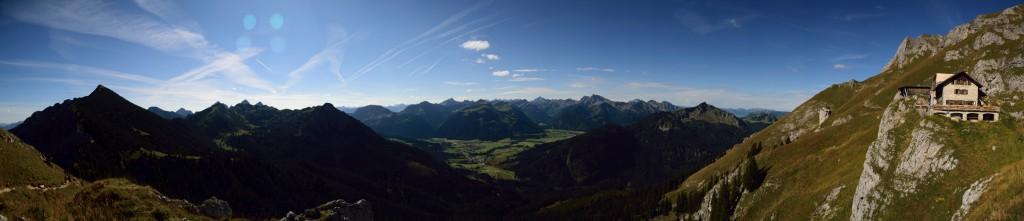 Blick nach Süden auf Höhenweg Füssener Jöchle und Tannheimer Tal