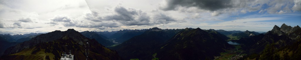 Blick nach Süden und Westen mit Gaichtspitze, Krinnenspitze, Haldensee, Rote Flüh und Gimpel