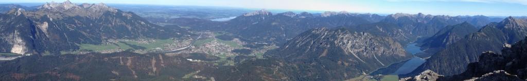 Blick nach Norden mit Reutte und Heiterwanger See