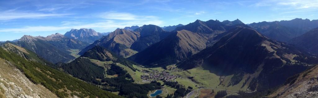 Blick nach Osten - links Zugspitze